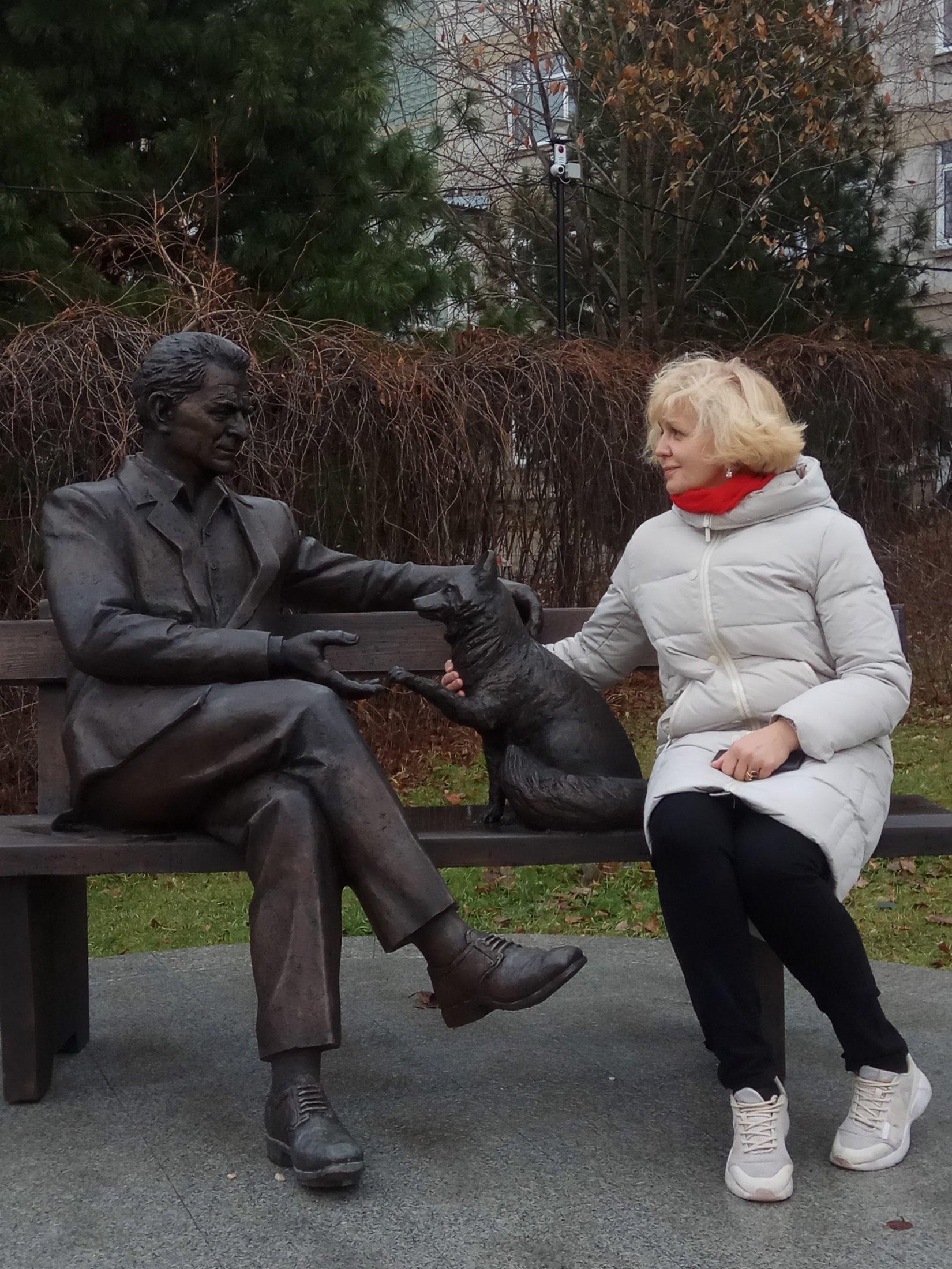 Damira Avgustinovich. Памятник великому ученому Д.К. Беляеву