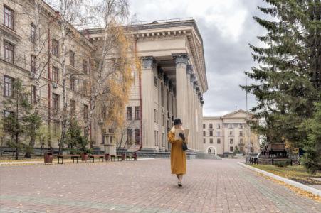 Лебедев Владимир. У родного института